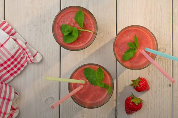 midsommar_svinnsmart_recept_smoothie.jpg